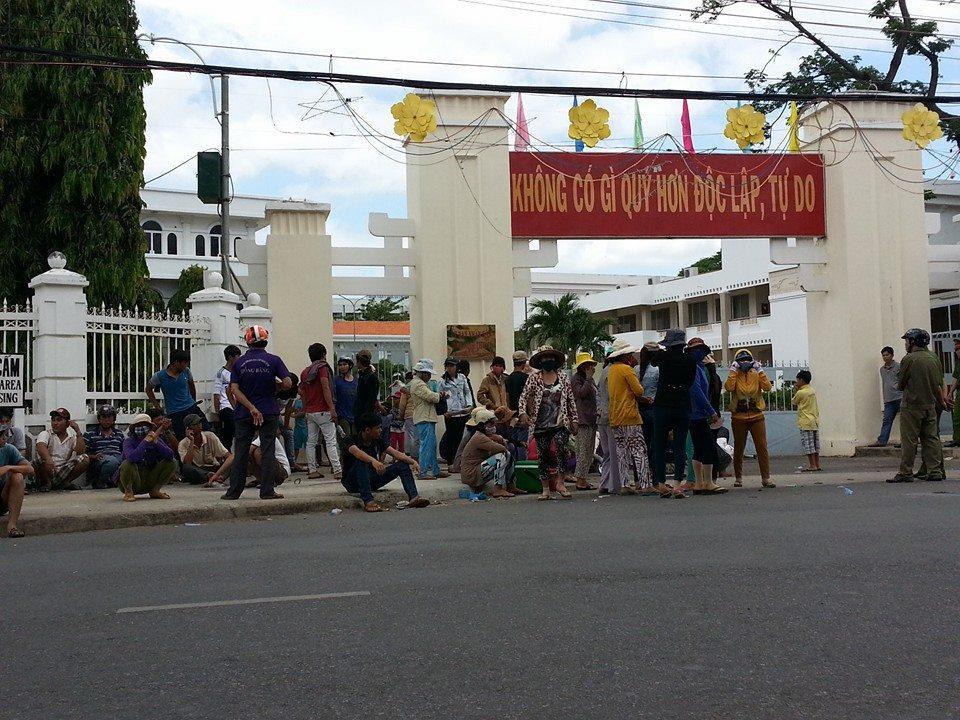 Dân Ninh Thuận bất ngờ biểu tình phản đối công an CSVN