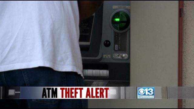 Khách hàng nên cảnh giác trước khi rời khỏi máy ATM