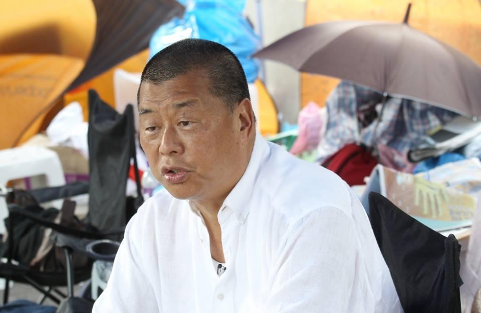 Tỷ phú Hồng Kông Jimmy Lai và nhân viên Apple Daily của ông bị sách nhiễu