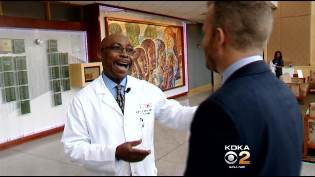 Bác sĩ hát để đón hơn 8,000 trẻ sơ sinh chào đời