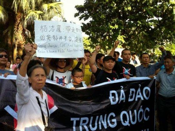 Hà Nội bất ngờ biểu tình chống giàn khoan thứ 2 của Trung Quốc tiến vào biển VN