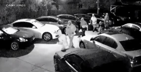 10 tên trộm đánh cắp 8 xe hơi của đại lý