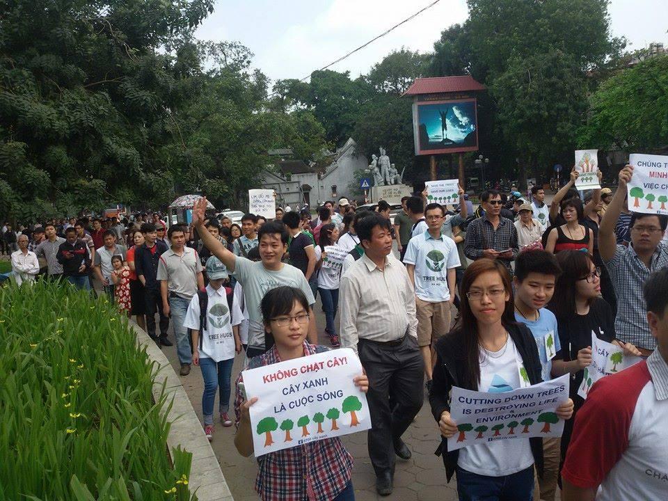 Hàng ngàn người dân Hà Nội tham gia cuộc diễn hành vì cây xanh