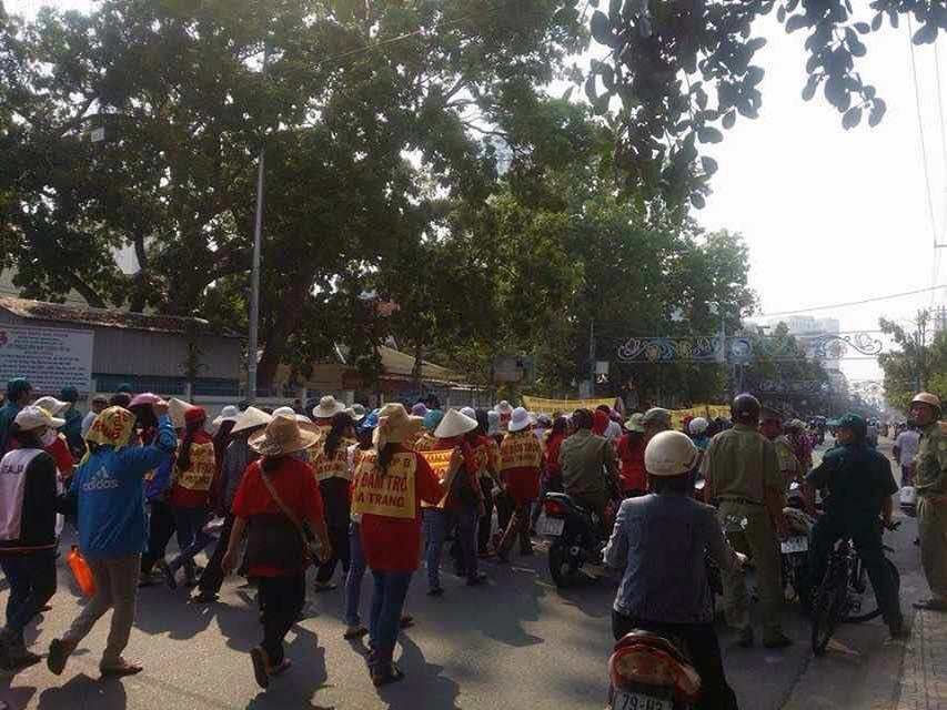 Tiểu thương Chợ Đầm – Nha Trang biểu tình