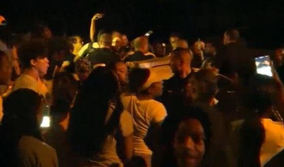 Biểu tình tại Charlotte sau khi cảnh sát bắn chết người