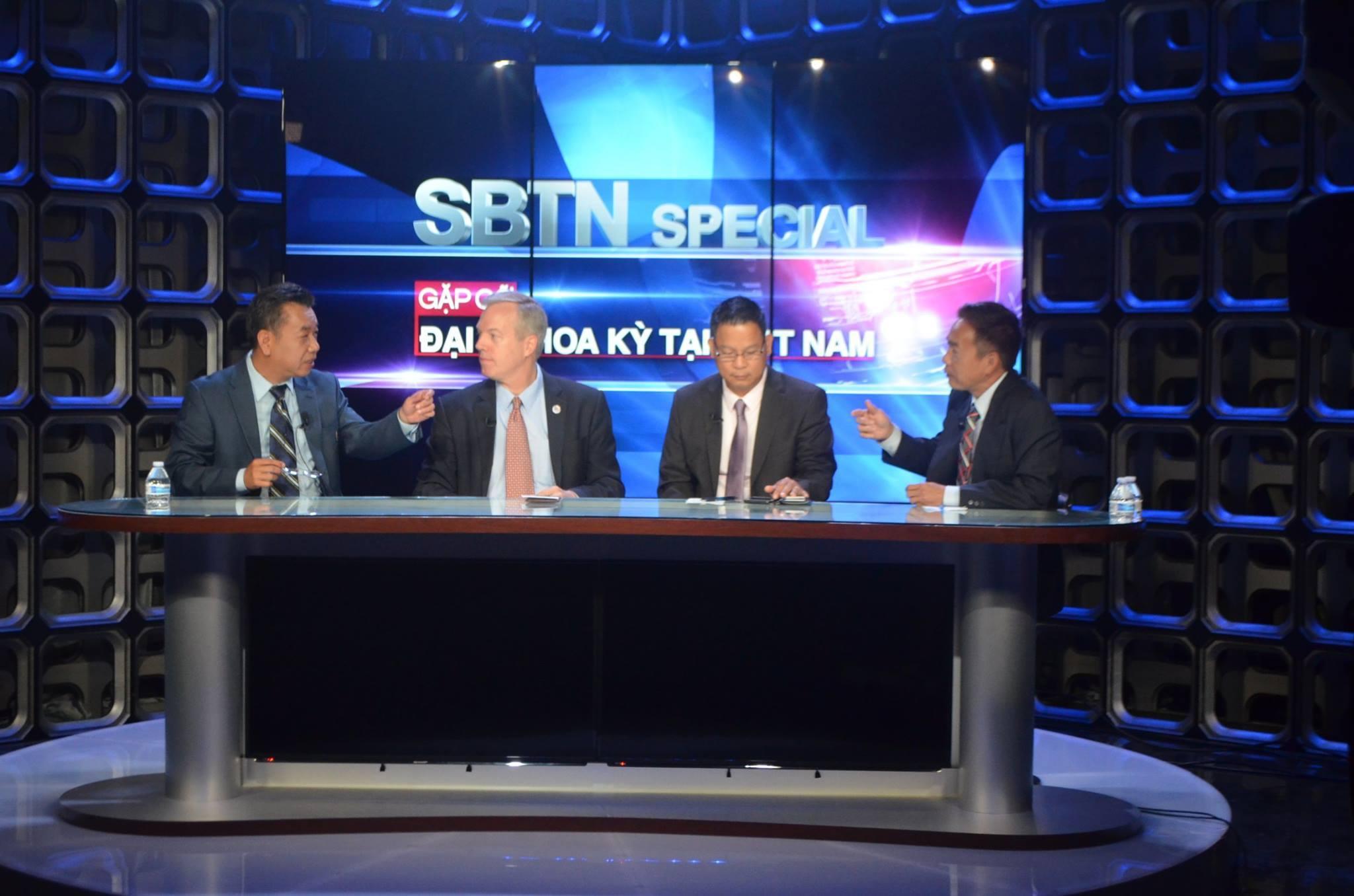 Đại Sứ Hoa Kỳ tại Việt Nam Ted Osius ghé thăm đài truyền hình SBTN