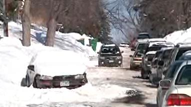 13 xe cản người dọn tuyết bị kéo mỗi đêm