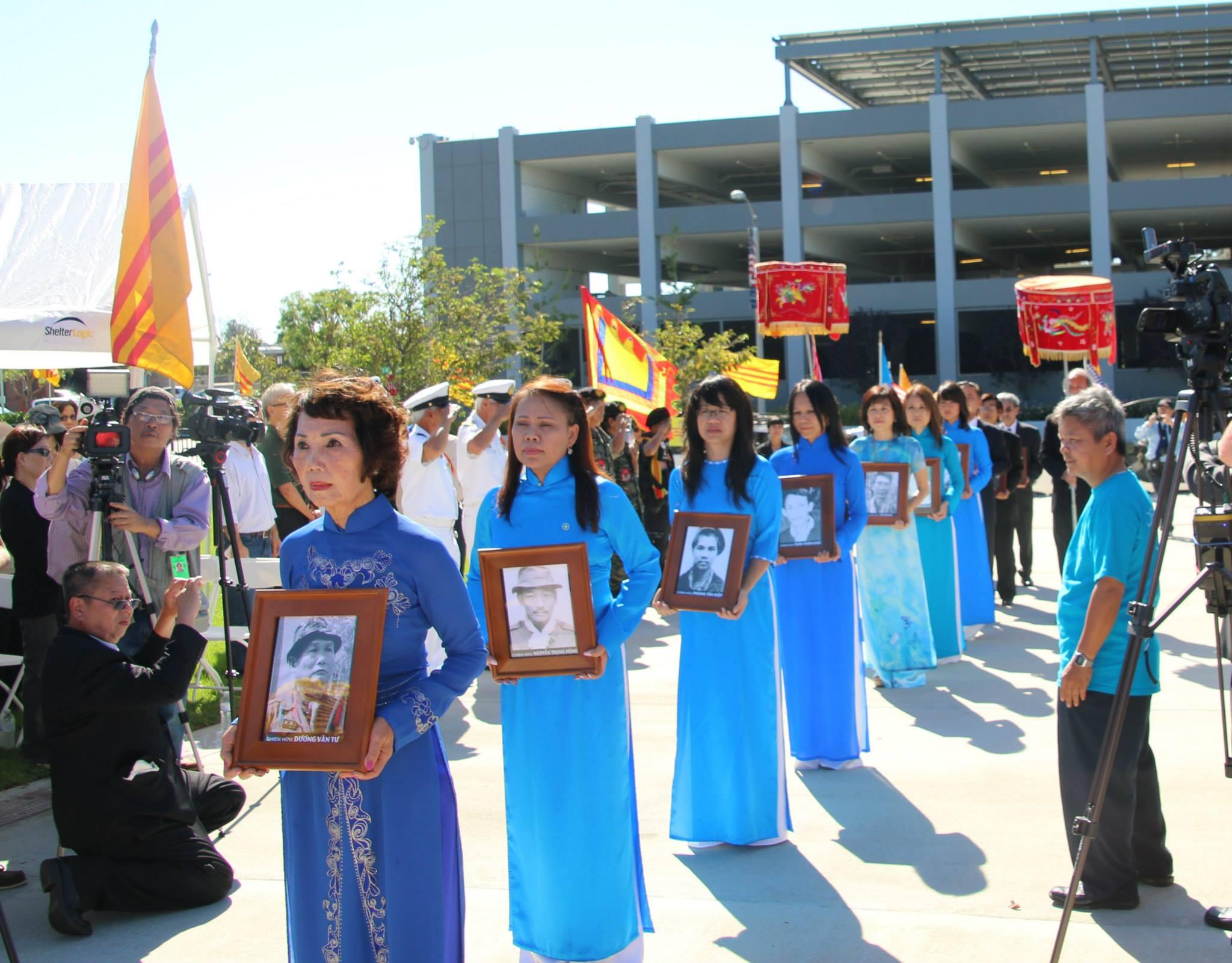 Việt Tân tổ chức lễ tưởng niệm Đề Đốc Hoàng Cơ Minh và các anh hùng Đông Tiến năm thứ 28
