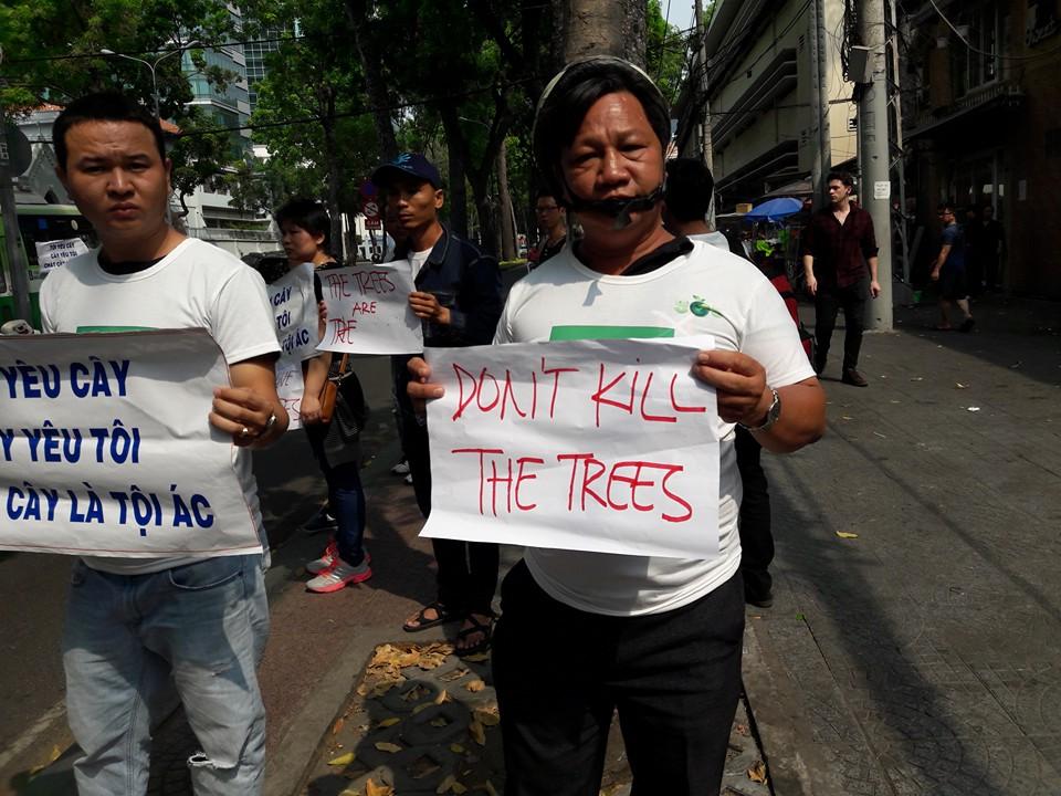 Nhà cầm quyền tại Sài Gòn sách nhiễu những người biểu tình bảo vệ cây xanh