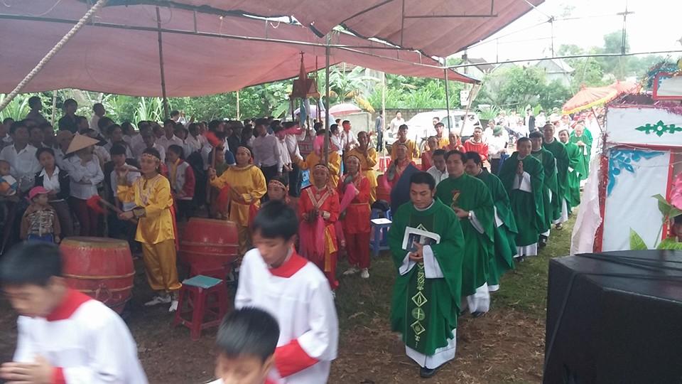 Hơn 10,000 giáo dân tham dự Thánh Lễ cầu nguyện, phản đối chính quyền vu khống