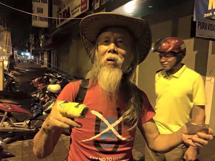 Nghệ sĩ đường phố Tạ Trí Hải bị côn đồ hành hung vì những bài hát chống cộng