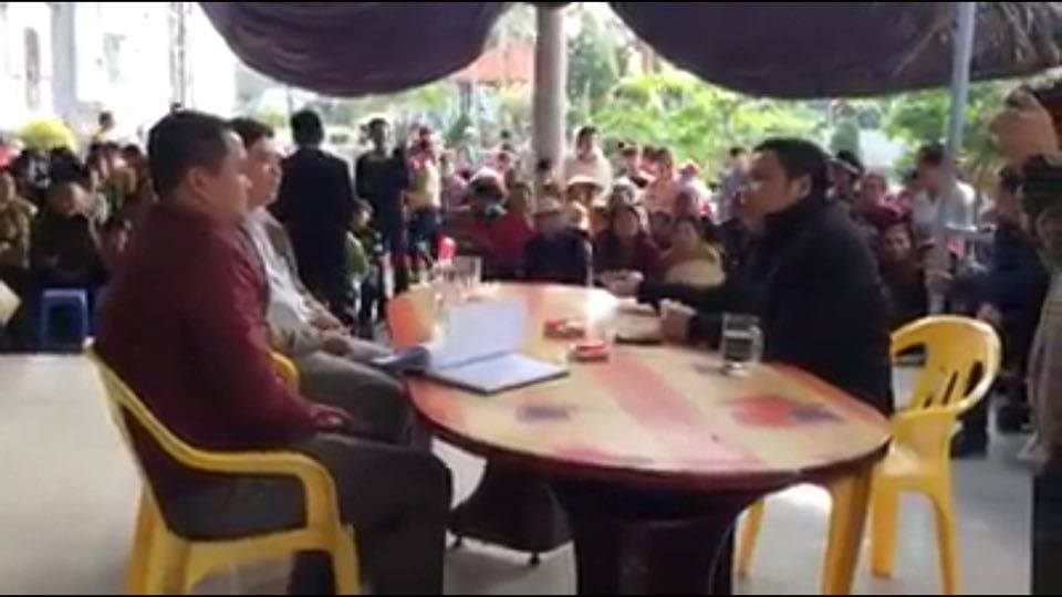 Lm Đặng Hữu Nam và giáo dân yêu cầu công an Quỳnh Lưu điều tra sự việc đến cùng
