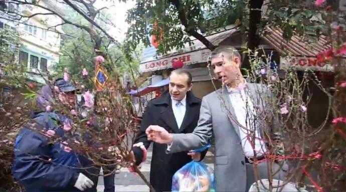 Ngoại giao đoàn Liên Âu chúc tết Việt Nam tại công viên Hà Nội
