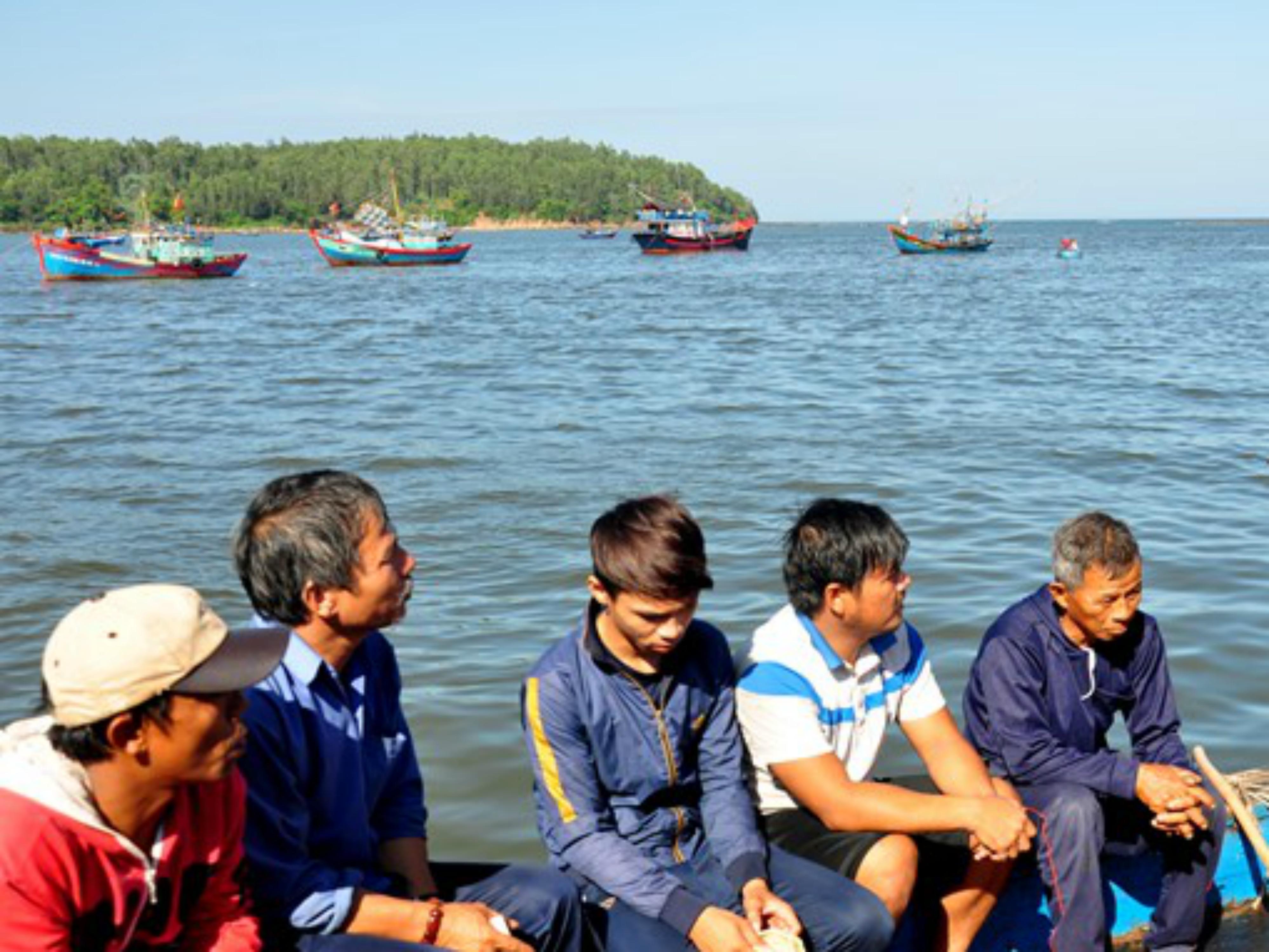 Tàu Trung Cộng đối xử ác với ngư dân Việt
