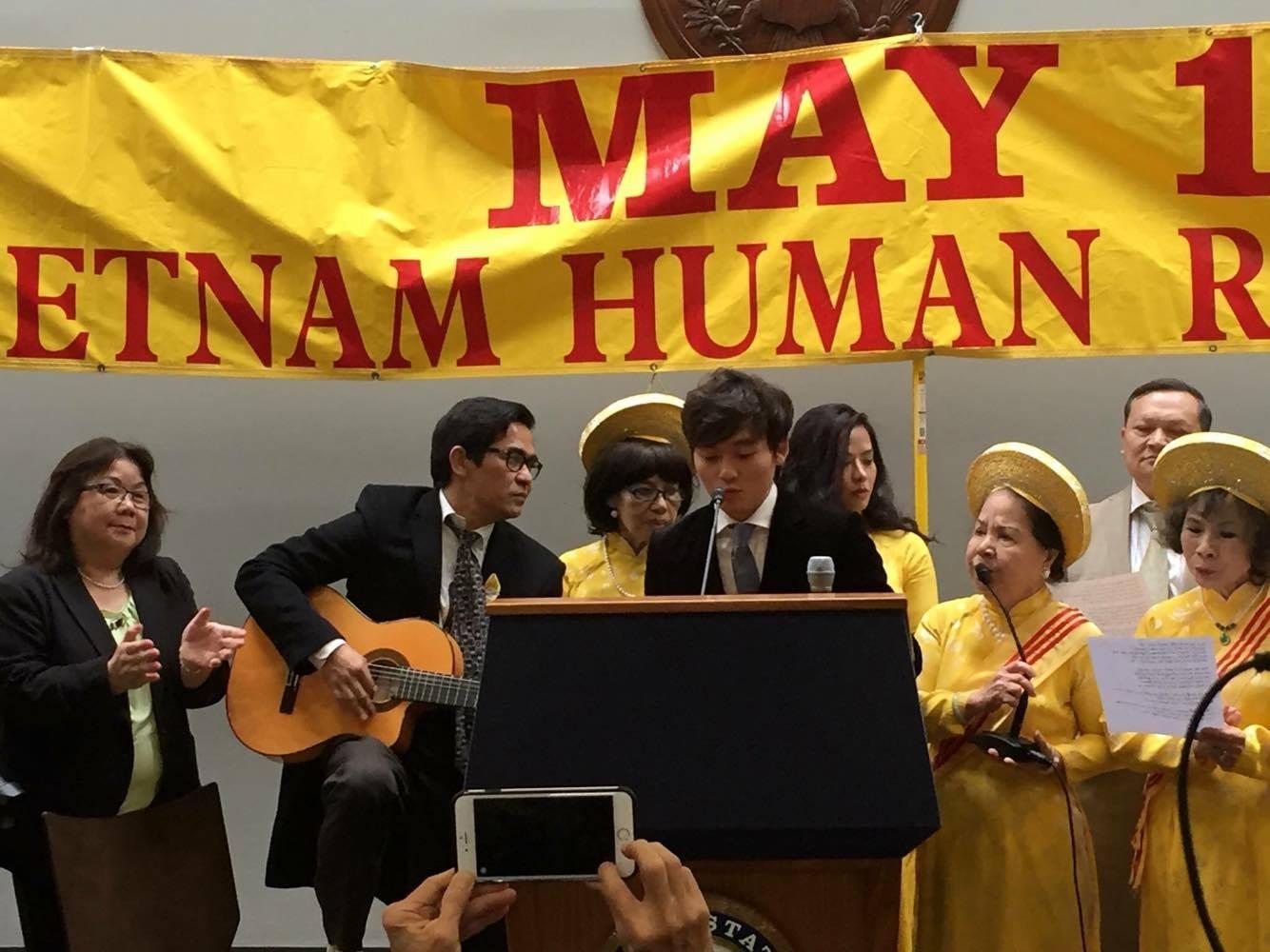 """Ngày Nhân Quyền Việt Nam thứ 22: triệu con tim với lời kêu gọi """"Trả Lại Cho Dân"""""""