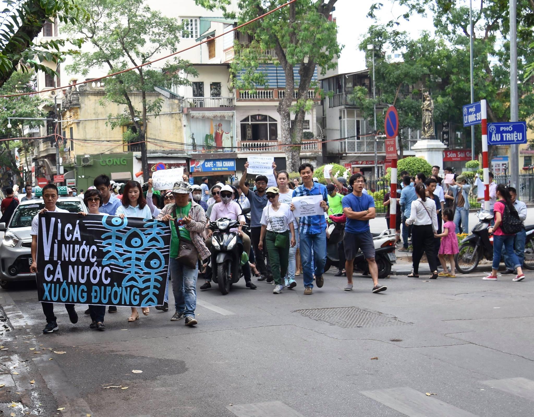 Biểu tình bảo vệ môi trường nổ ra tại Hà Nội và Sài Gòn 5/6/2016