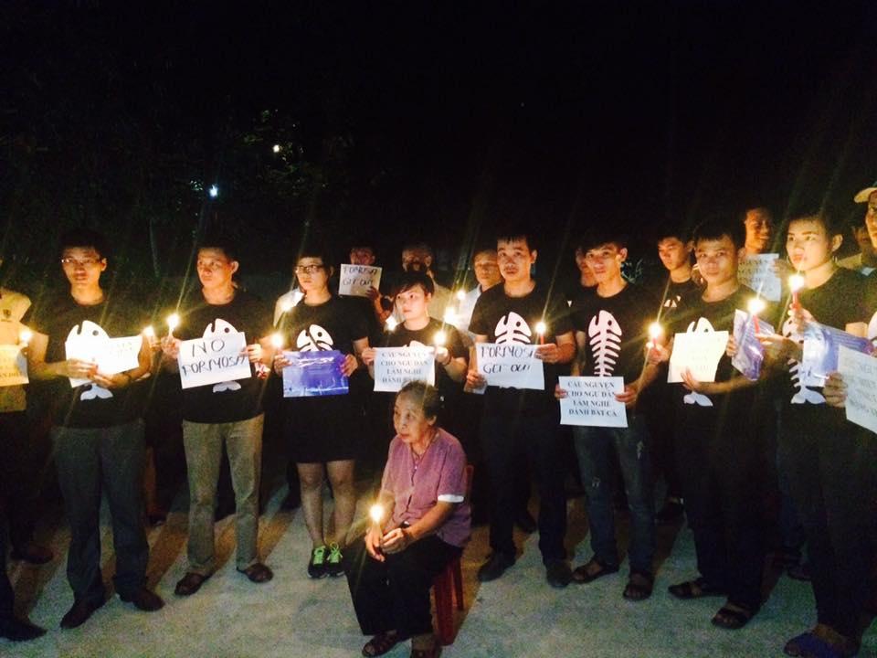 Các nhà dân chủ Nghệ An thắp nến cầu nguyện cho TNLT Đặng Xuân Diệu