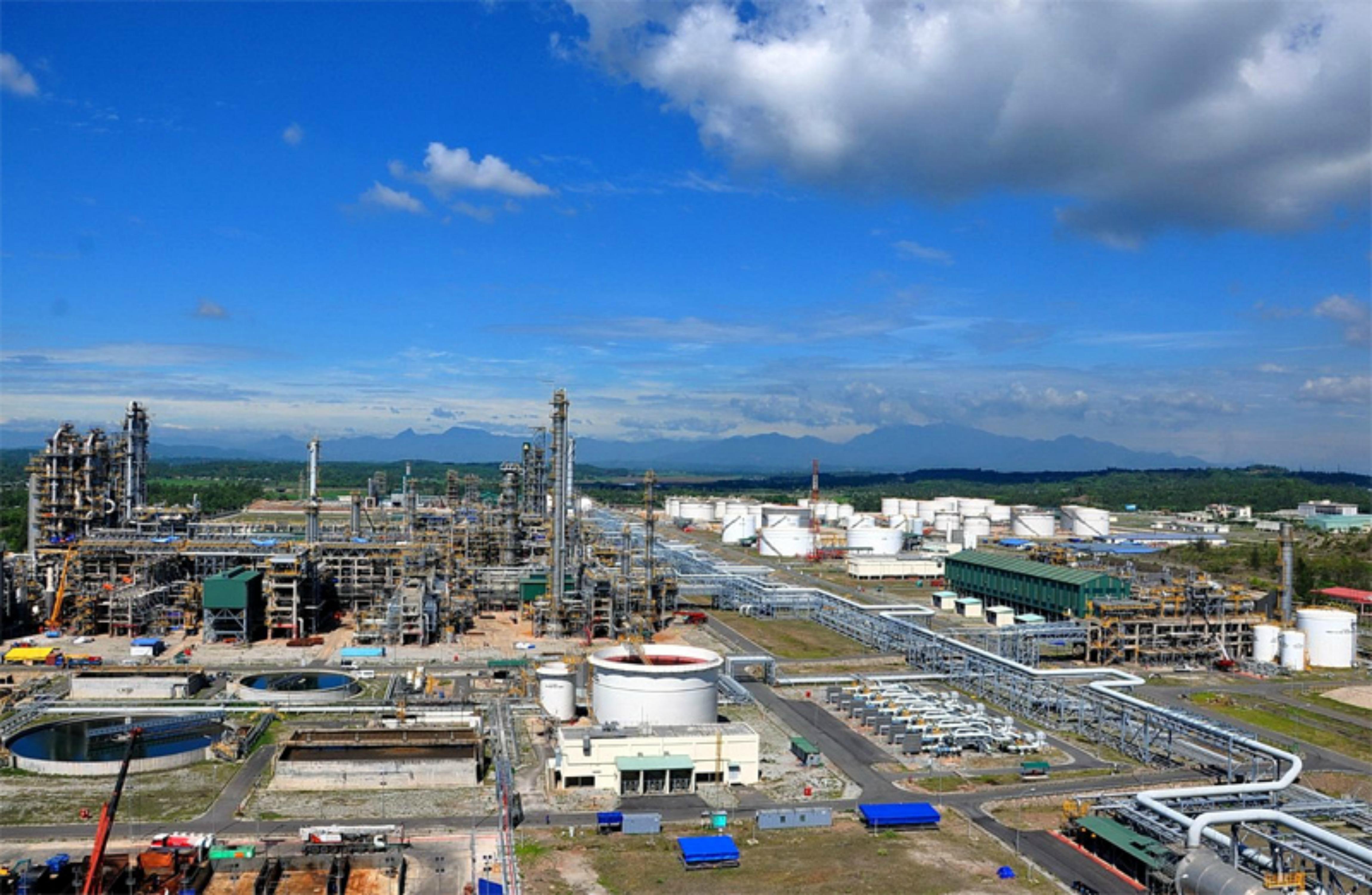 Chính phủ CSVN tiếp tục giải cứu nhà máy lọc dầu Dung Quất, một đề án kinh tế thất bại