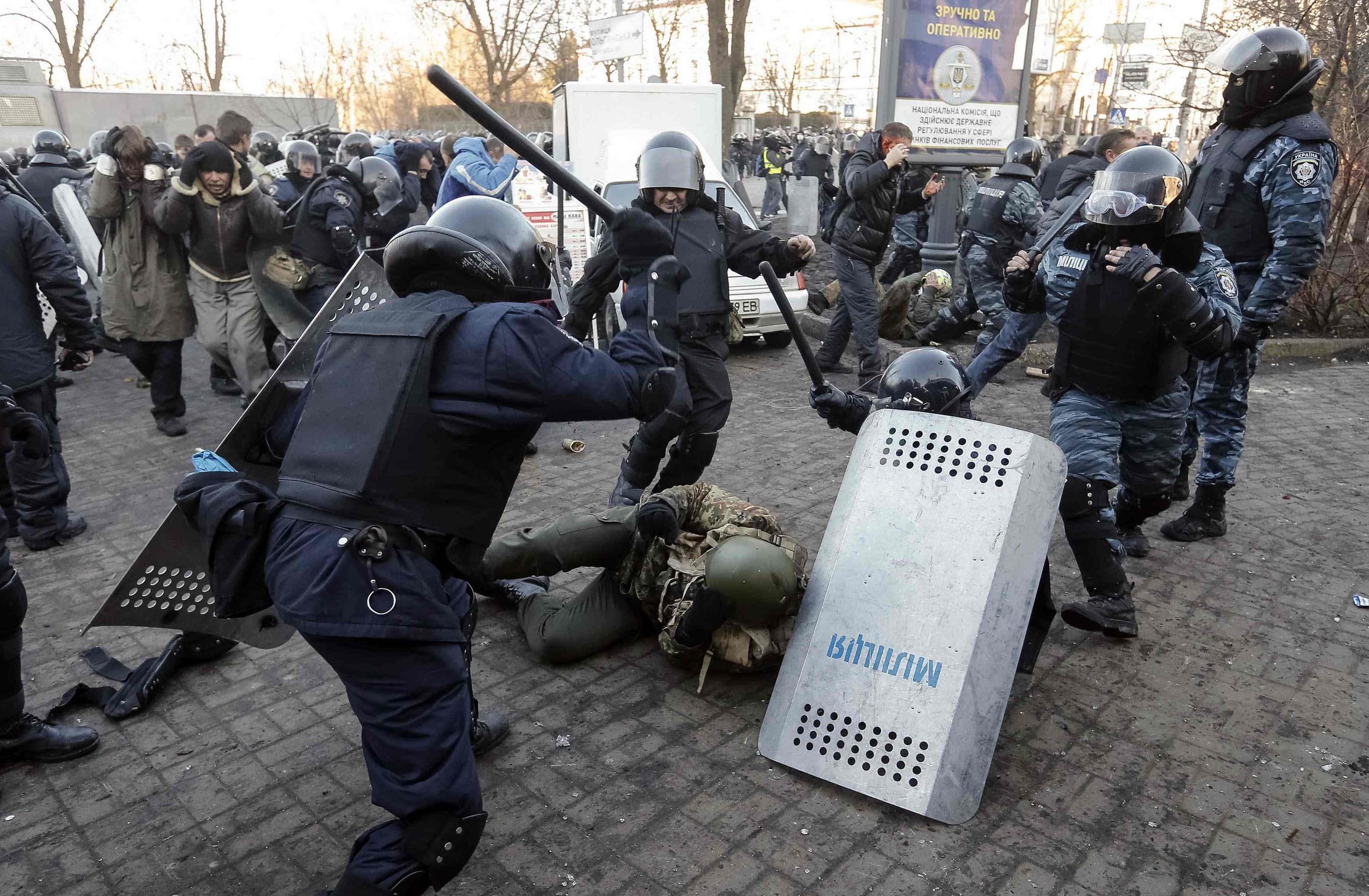 Giao chiến gia tăng tại miền đông Ukraine