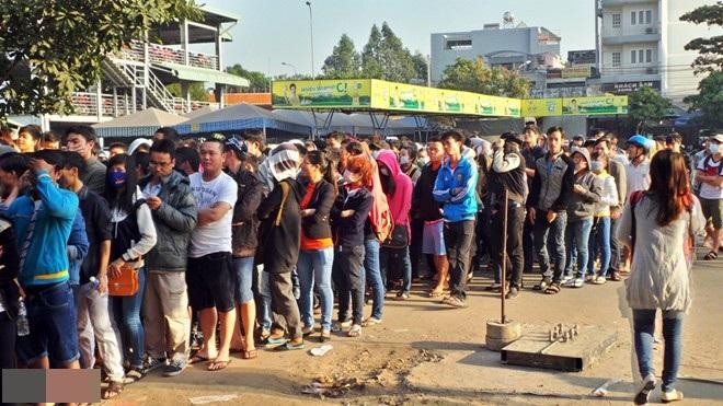 Chen chúc mua vé xe Tết, hàng ngàn người ra về tay không