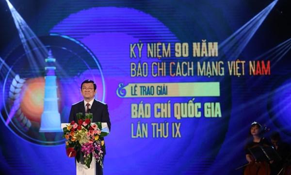 """Báo """"cách"""" kiểu gì cũng  lạc hậu (Phạm Trần)"""