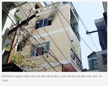15 sinh viên kêu cứu trong nhà 4 tầng cháy