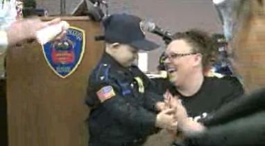200 xe cảnh sát, cứu hoả dự sinh nhật bé 7 tuổi bị ung thư máu