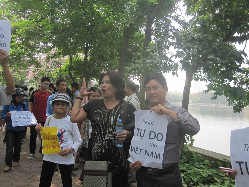 Nhà hoạt động dân chủ Nguyễn Văn Vịnh bị công an Long An câu lưu và cướp tài sản