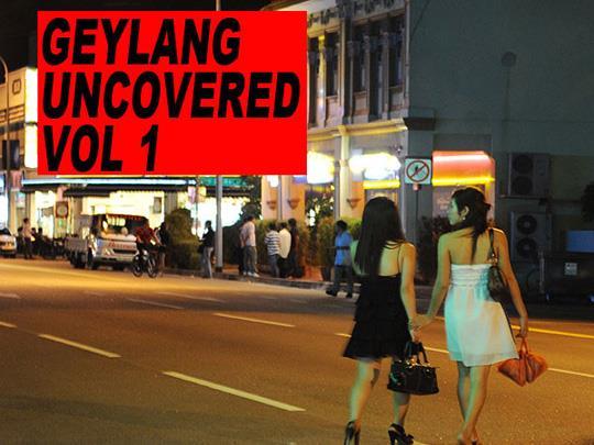 Gái mãi dâm Việt tại Sing bán thêm vé số và vé xem phim