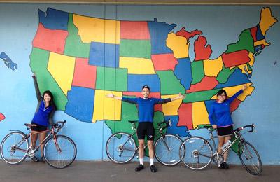 Ba bạn trẻ gốc Việt đạp xe xuyên nước Mỹ gây quỹ cho học sinh nghèo