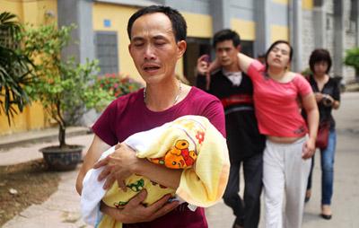 Tử vong vì sởi tiếp tục tăng, dân Hà Nội đòi bộ trưởng y tế từ chức