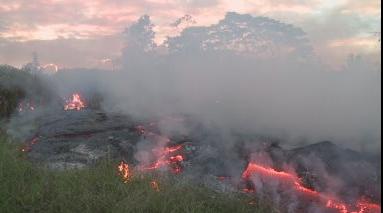 Dung nham từ núi lửa Kilauea chỉ còn cách khu gia cư 70 yard