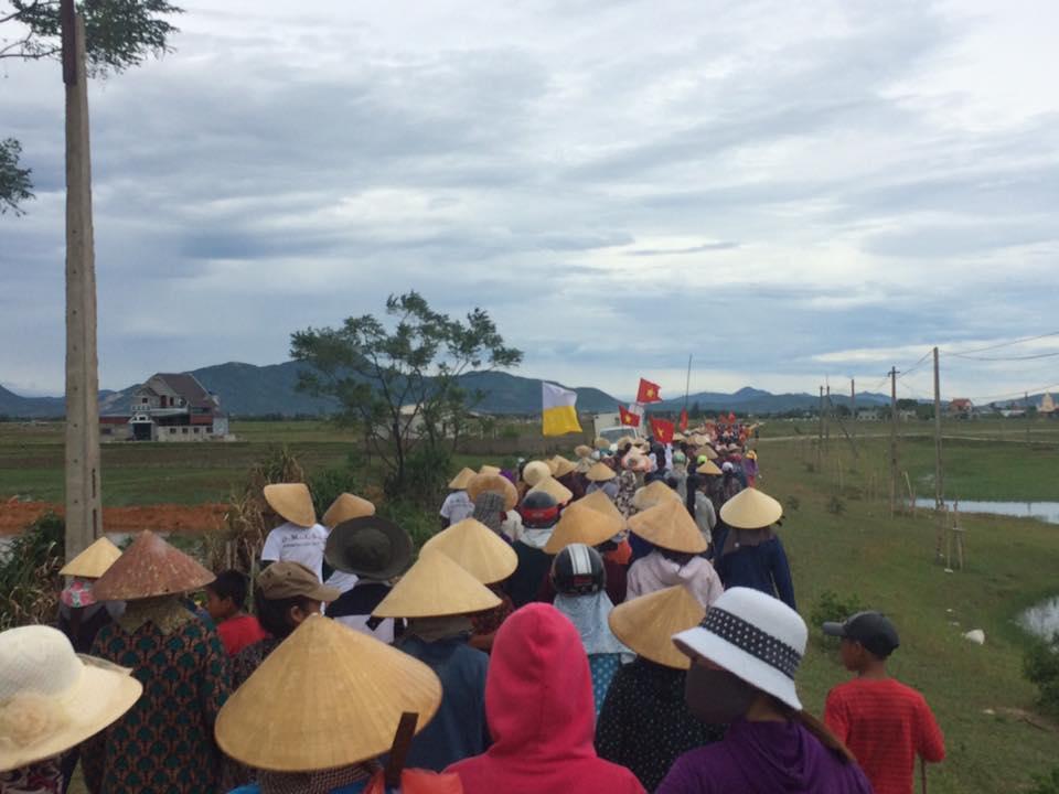 Bà con ngư dân thuộc Giáo Phận Vinh xuống đường ngày 1/9/2016