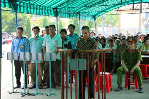 Việt Nam vội vã xét xử các nghi phạm ở Bình Dương như một cách che lấp sự kiện