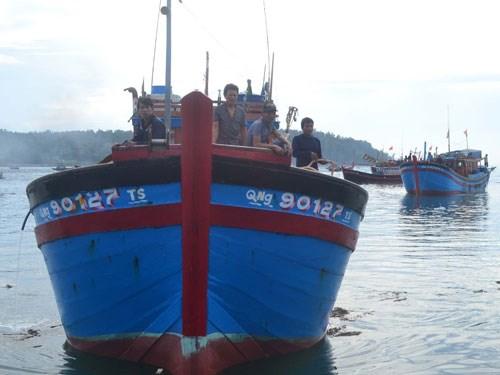 Tàu cá ngư dân Quảng Ngãi tiếp tục bị tàu Trung Cộng tấn công