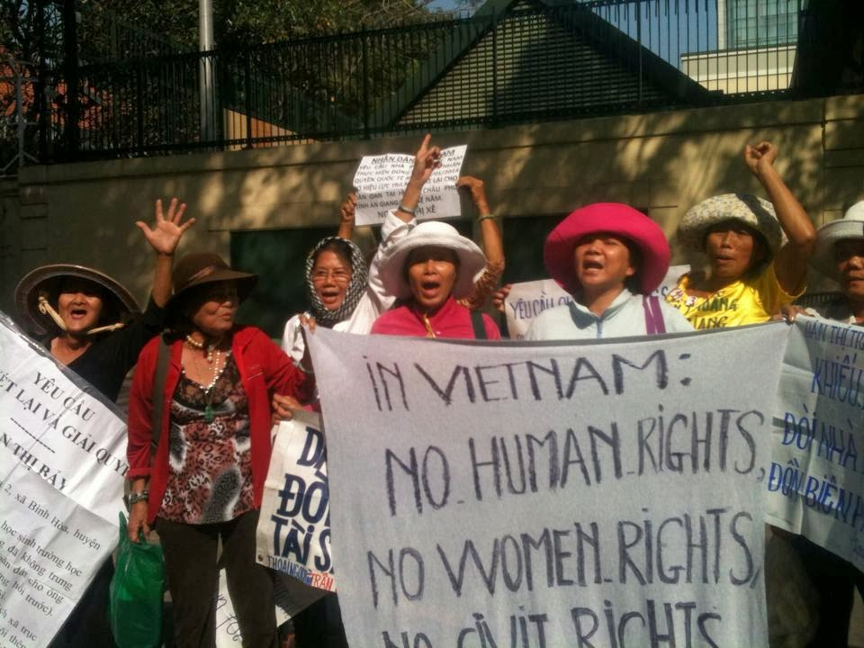 Sài Gòn: 100 dân oan biểu tình đòi quyền sống