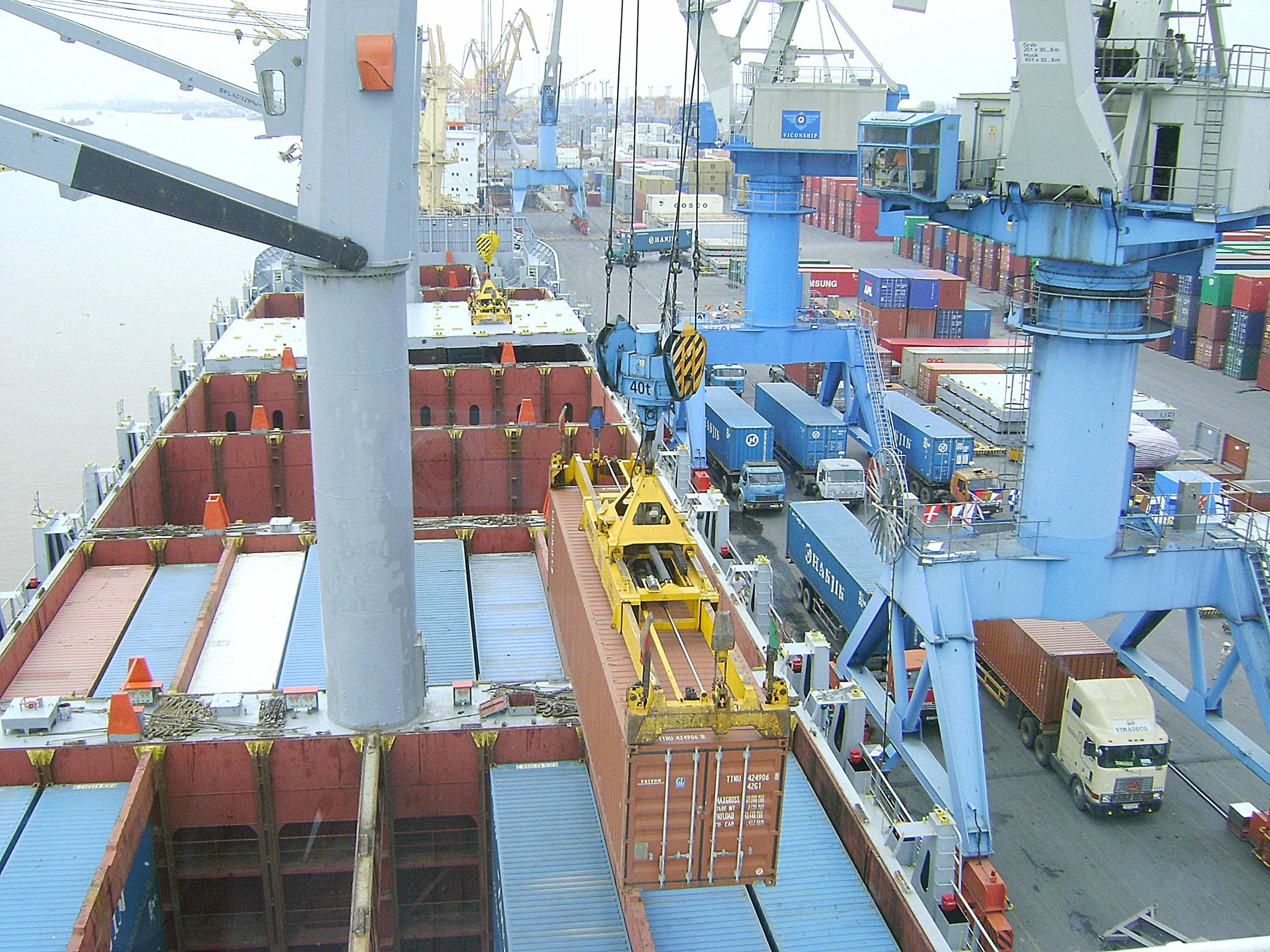 90% doanh nghiệp Trung cộng 'đẩy' phí tàu sang cho Việt Nam