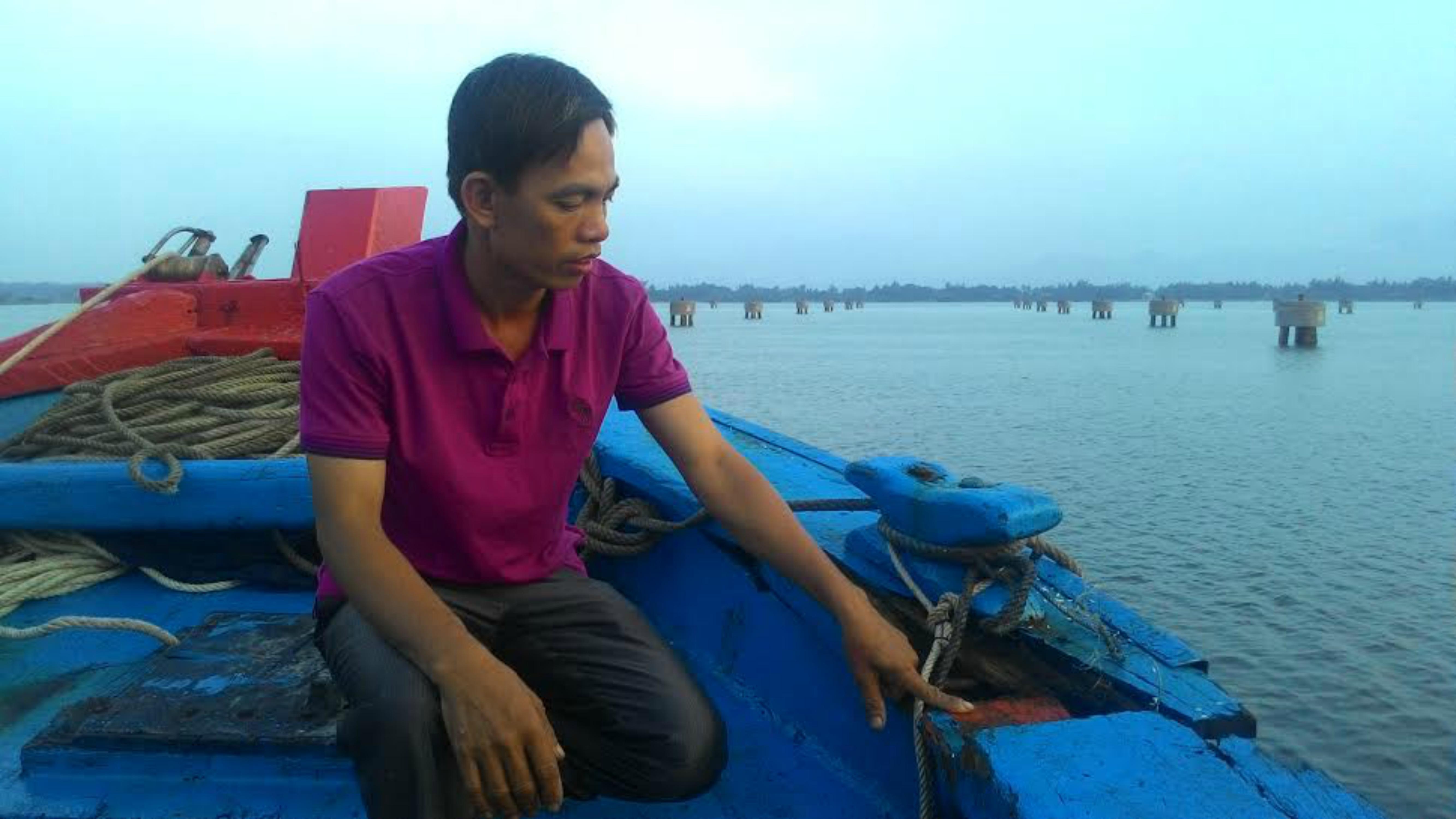 Tàu cá của ngư dân Tam Quang bị tấn công