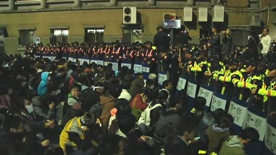 Người biểu tình Đài Loan chiếm trụ sở chính phủ