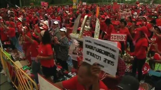 Hàng chục ngày người ủng hộ thủ tướng Yingluck xuống đường ở thủ đô Bangkok