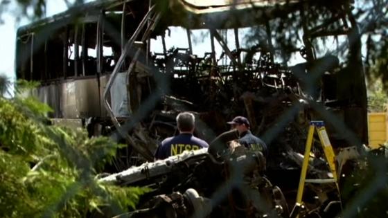 Uỷ ban an toàn giao thông guốc gia nói xe tải Fedex không thắng trước khi lao vào xe buýt