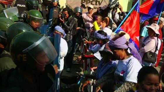 Cảnh sát và người biểu tình xô xát ở Phnom Penh