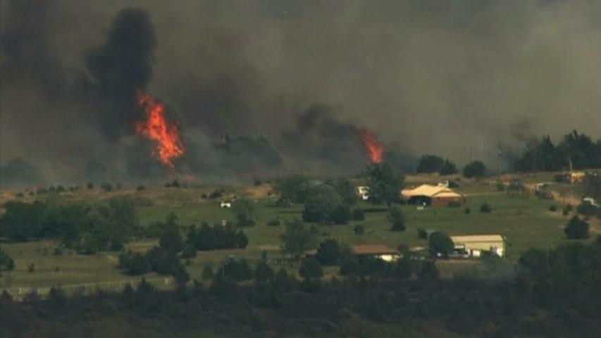 Nhân viên cứu hoả Oklahoma tiếp tục chiến đấu với cháy rừng đang lan rộng