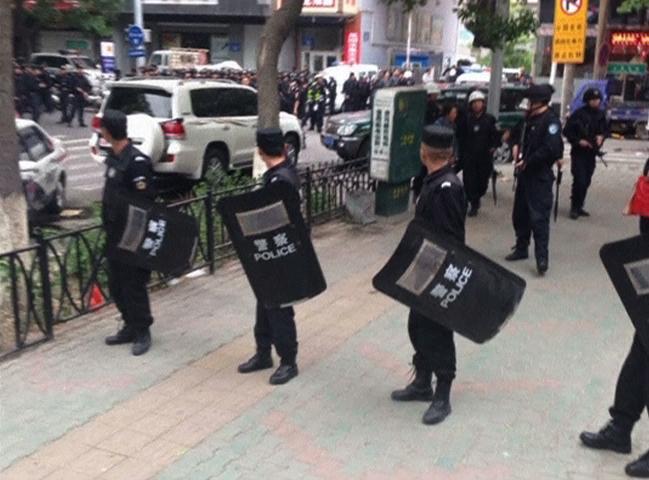 Đánh xe bom ở Tân Cương