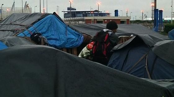 Pháp giải tán các trại người di dân