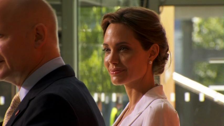Diễn viên Angelina Jolie thề sẽ chống bạo hành tình dục