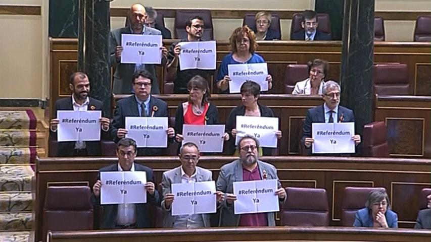 Quốc hội Tây Ban Nha tranh luận về việc Quốc vương thoái vị