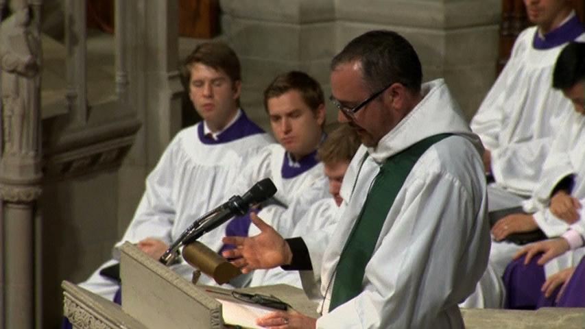 Linh mục chuyển giới truyền giảng tại nhà thờ quốc gia Washington