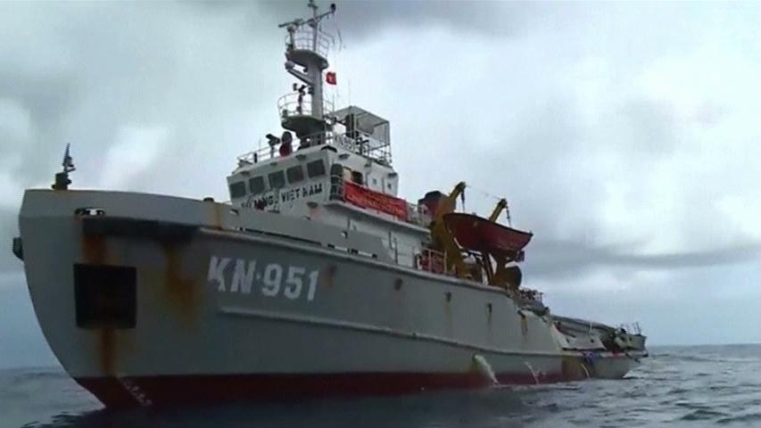 Tàu Trung Cộng húc tàu kiểm ngư Cộng Sản Việt Nam