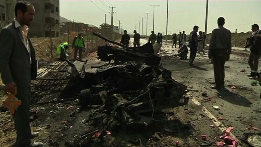 Loạn quân Afghnistan tấn công phi trường Kabul